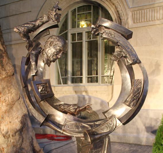 Das Solti-Monument vor der Liszt-Akademie Photo: Remy Franck