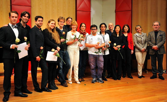 Maria Kliegel mit allen Teilnehmern des Wettbewerbs (c) Horst Helmut Schmeck)