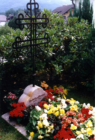 Karajans Grab auf dem Friedhof in Anif (c) Remy Franck