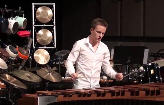 Multi percussionist christoph sietzen f r mich ist das h chste dass der zuh rer vergisst auf - Bongo bongo fliesen ...